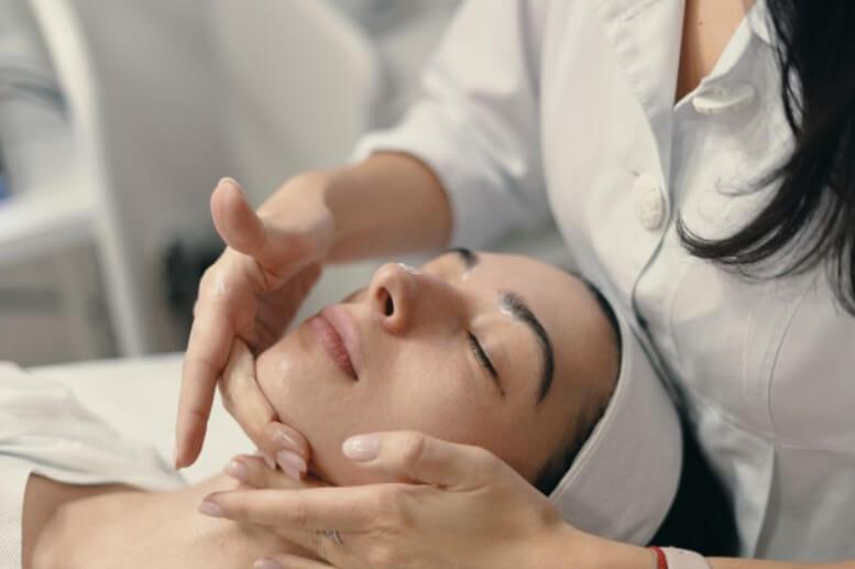 Kozmetická masáž tváre